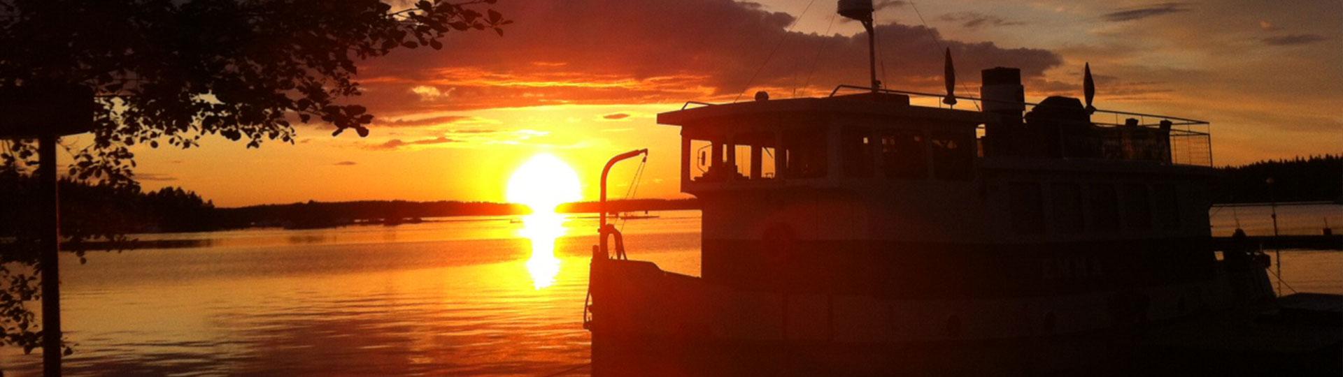 Emma auringonlaskussa Saimaalla